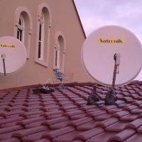 Satronik-dve_paraboly_na_streche-antena-montaz